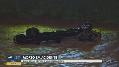 Carro cai em córrego e provoca uma morte em Betim - Acidente aconteceu após motorista perder controle da direção.