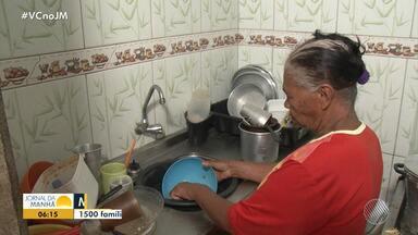 Moradores da zona rural de Feira de Santana reclamam da falta do fornecimento de água - Em algumas comunidades do distrito de Humildes, não cai água nas torneiras desde o mês passado.