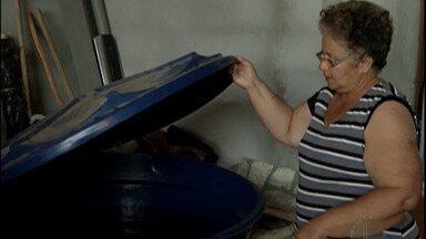 Moradores de Jundiapeba, em Mogi, reclamam de falta de água - Eles disseram que há pelo menos três dias não sai uma gota da torneira.