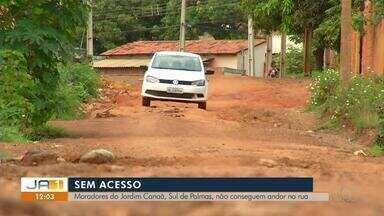 Moradores do Setor Canaã sofrem com a precariedade de vias pela falta de asfalto - Moradores do Setor Canaã sofrem com a precariedade em vias pela falta de asfalto