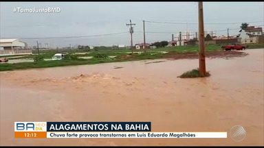 Chuva forte causa alagamento em Luís Eduardo Magalhães, no oeste do estado - Temporal causou prejuízos e sustos na cidade, mas ninguém ficou ferido.