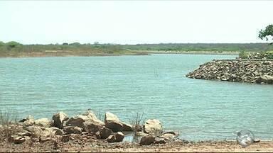 Obra de trasposição do rio São Franscisco promete levar água para moradores de Sertânia - Moradores tem sofrido com a falta de água na cidade.
