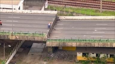 Diminuiu o risco de colapso total do viaduto que cedeu dois metros em SP - O viaduto fica na Marginal Pinheiros, uma das principais vias da cidade de São Paulo.