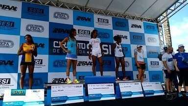 Mais de três mil pessoas participaram domingo da sexta edição da corrida Sesi - Atletas saíram do estacionamento de Jaraguá com percursos de 10 e 5 quilometros.