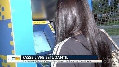 Estudantes reclamam de atrasos no pagamento do Passe Livre Estudantil em Goiânia - Eles afirmam que estão tendo que pagar do próprio bolso.
