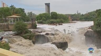 Após aparência de 'córrego', Rio Tietê volta a ter grande volume de água em Salto - A paisagem do Rio Tietê mudou de novo em Salto (SP). O trecho está cheio de água novamente.