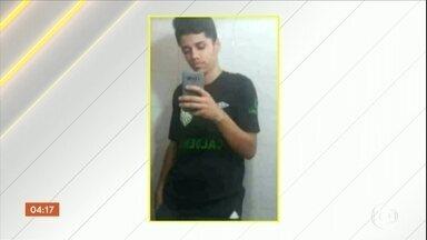 Morre estudante agredido dentro de escola em Belo Horizonte (MG) - Ele passou por três cirurgias, mas não resistiu e morreu. Segundo a família, o motivo da agressão covarde foi um drible num jogo de futebol.