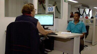 Procon auxilia população na hora de renegociar dívidas, em Goiás - Quem for aplicar o décimo terceiro salário pode contar com a ajuda do órgão.