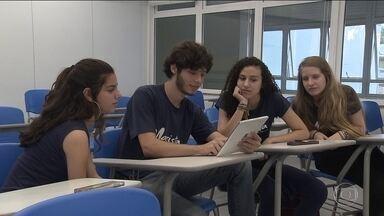Ministério da Educação homologa novas diretrizes para o ensino médio - Entre as medidas está a possibilidade de até 30% das aulas serem à distância.