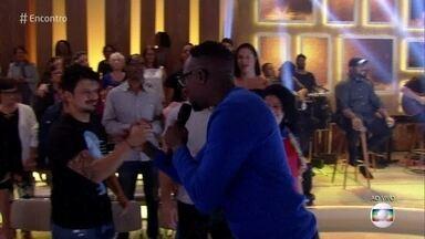 Mumuzinho canta 'Dengo Nego' - Plateia canta junto sucesso do cantor