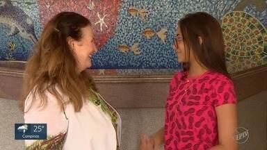 'EPTV na Escola': Conheça a aluna Izadora, que pretende ser psicóloga - A estudante de Jaguariúna (SP) disse que seu propósito da vida é ajudar as pessoas. Ela conheceu o trabalho dos psicólogos no Centro Infantil Boldrini.
