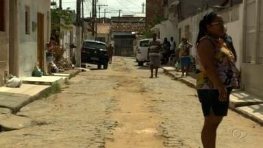 Obra inacabada da Casal causa transtornos a moradores do Jacintinho - Comunidade local se queixa do problema.