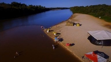 Ribeirinhos se unem para retirar 20 toneladas de lixo do Rio Araguaia - Durante a alta temporada, Rio Araguaia chega a receber meio milhão de pessoas.