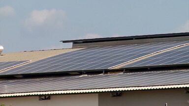 Instituições financeiras investem em linha de crédito para projetos sobre energia solar - No Banco do Nordeste, uma agência de fomento com investimentos no setor do agronegócio, o produtor rural tem até 12 meses para começar a pagar o financiamento.