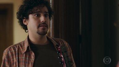 Pedro se assusta quando Taís avisa que está grávida - Ele não conta que deixou o emprego