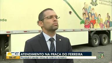 Mulheres vitimas de violência doméstica têm atendimento de graça - Unidade móvel da Defensoria Pública vai estar na Praça do Ferreira, fazendo atendimento jurídico de graça para vitimas de violência