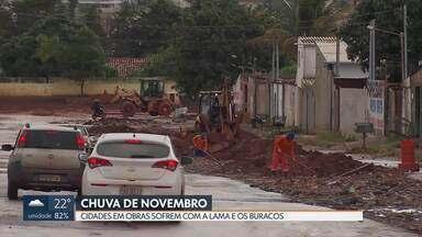 Chuva acima da média provoca mais transtornos nas cidades em obras - Moradores de Vicente Pires e do Sol Nascente sofrem com a lama e os buracos nas pistas, que praticamente desapareceram.