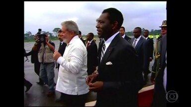 MP-SP denuncia Lula por lavagem de dinheiro em negócio na Guiné Equatorial - O Ministério Público de São Paulo denunciou o ex-presidente Lula por lavagem de dinheiro em negócios de uma empresa brasileira na Guiné Equatorial.