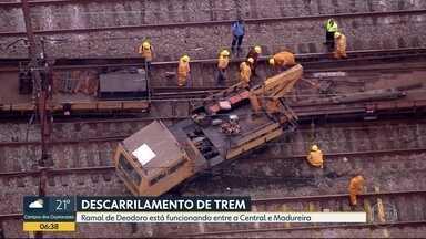 Descarrilamento atrapalha circulação de trens no ramal de Deodoro - De acordo com a Supervia, houve uma ocorrência. Um veículo de manutenção está ocupando duas linhas por onde passam os trens do ramal de Deodoro.