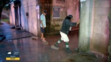 Ávore cai em Laranjeiras - Rua das Laranjeiras ficou a tarde toda parcialmente fechada nesta segunda-feira (26).