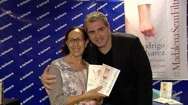 Jornalista Rodrigo Alvarez lança novo livro em Goiânia - Obra conta a história da vida de Maria Madalena.