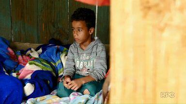 Famílias sobrevivem em ocupação de Paranaguá - É a primeira reportagem da série especial do Meio-Dia Paraná