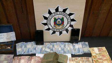 Operação contra o tráfico de drogas prende 27 em várias cidades do RS - Foram cumpridos mandados em cidades das regiões Central, Metropolitana e Vale do Sinos.