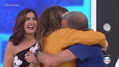 No #TBT do Encontro, Elba Ramalho revê amigo e parceiro Jorge Fernando - A cantora fica emocionada com a surpresa