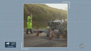 Três pessoas morrem em acidente envolvendo dois carros na Rodovia Santos Dumont - A colisão frontal ocorreu em Salto (SP). Duas vítimas eram de Jaguariúna (SP).