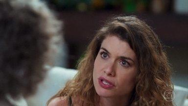 Margot se mostra surpresa com a novidade de Isabel - Ela diz que Isabel pode contar com ela pra ajudar a Priscila a aceitar