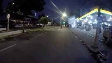 Flashlink percorre Avenida T-9, no Jardim América e Setor Bueno, em Goiânia - Trânsito é tranquilo na madrugada desta terça-feira.