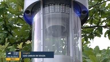 Totem instalado em Balneário Camboriú aciona guardas de segurança para encerrar briga - Totem instalado em Balneário Camboriú aciona guardas de segurança para encerrar briga