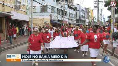 Dia de usar vermelho: festa de Santa Bárbara reúne fiéis no Centro Histórico de Salvador - Iansã para as religiões de matriz africana e Santa Bárbara para os católicos, a santa atrai milhares de fieis que a homenageiam no Centro Histórico.