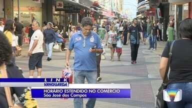 Comércio passa a funcionar em horário estendido para o Natal - Em São José, Taubaté e Pinda lojas das regiões centrais passam a estender funcionamento.