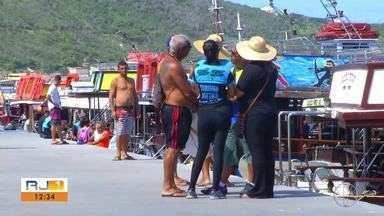 ICM-Bio apura repasse de licenças de passeios de barco a terceiros, em Arraial do Cabo - Assista a seguir