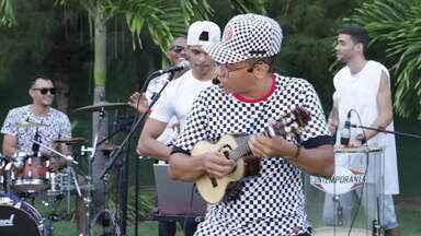 """Banda de samba """"TOP 7"""" agita Combinado - Grupo abre o programa com a música #QueMulherÉEssa?"""