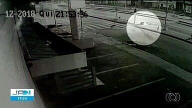 Vídeo mostra morte de motociclista em acidente em Goiânia - Batida ocorreu na Avenida Perimetral Norte, na capital.