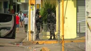 Tentativa de assalto termina com 12 mortos no interior do Ceará - Polícia impediu a ação; foram 20 minutos de tiroteio na madrugada na cidade de Milagres. Morreram no confronto seis criminosos e seis reféns, cinco da mesma família.
