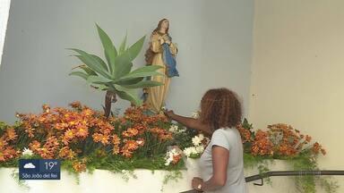 Fiéis católicos celebram dia de Nossa Senhora da Imaculada Conceição - Santuário dedicado à Santa, no bairro Lagoinha, tem programação especial durante todo o sábado.