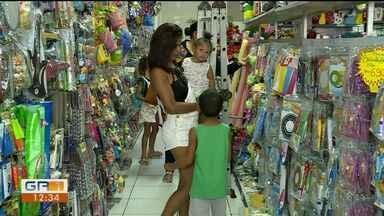 Segundo pesquisa, filhos influenciam bastante os pais na hora das compras de natal - Par aproveitar, as lojas reforçaram o estoque de brinquedos.