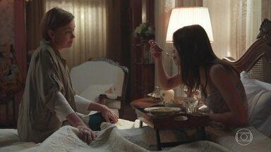 Cris fica sabendo por Ana que Alain e Isabel ficaram na gruta com Priscila - Jorge interrompe a conversa e pede para falar com Cris