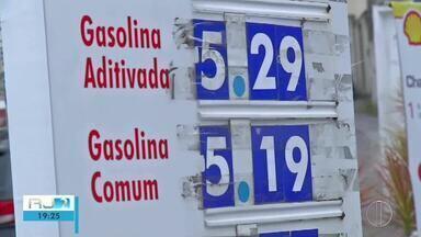 Cabo Frio, RJ, tem um dos combustíveis mais caros e com preços parecidos - Assista a seguir.