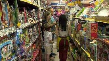 Comerciantes de Juiz de Fora estão otimistas para as vendas de Natal - Itens mais procurados são brinquedos, roupas e calçados.