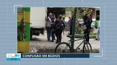 Homem se revolta com trânsito, discute com guardas e acaba preso em Búzios, no RJ - Assista a seguir.