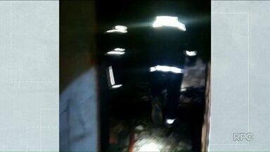 Homem que teve 40% do corpo queimado está em estado grave - Ele estava em uma casa que pegou fogo, no distrito de Sumaré, em Paranavaí.