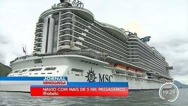 Maior navio que já navegou na América Latina atracou em Ilhabela - Navio chegou na manhã deste sábado (8).