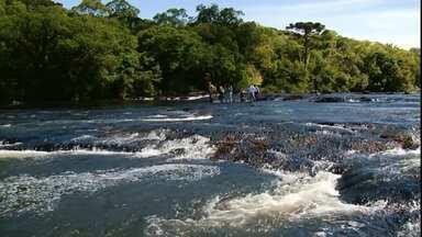 Aquatrekking atrai pessoas que gostam de aventura na natureza - A modalidade é conhecida por percorrer trilhas dentro dos rios.