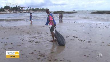 'Projeto Praia Limpa': grupo organiza mutirão na praia de Itapuã - Banhistas deixam nas praias copos, garrafas, restos de comida e até objetos, que agridem todo o meio ambiente.
