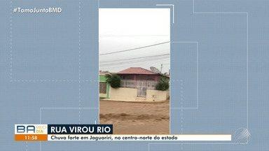 Chuva forte deixa ruas alagadas em Jaguarari, no centro-norte do estado - Veja os estragos causados pela chuva.