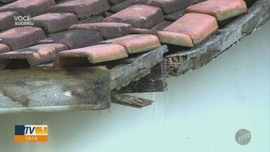 Funcionários arrecadam dinheiro para consertar telhado de Unidade de Saúde em Piracicaba - Cansados de esperar a prefeitura, funcionários se mobilizam pra arrecadar dinheiro e fazer o conserto.